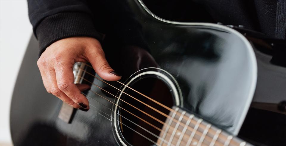 agilidad con los dedos para tocar guitarra